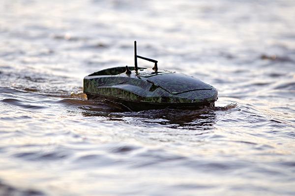 A halradaros Spotter Capture etetőhajó útközben.